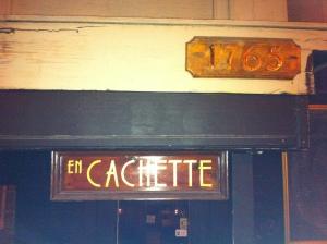 En Cachette...