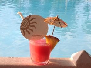 Ah.... Vacances, soleil, bord de piscine et Cocktail !!!