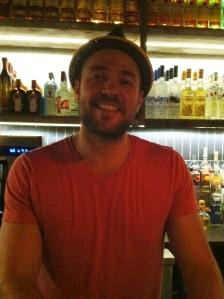 Hugo notre barman si pro, souriant et aimable !