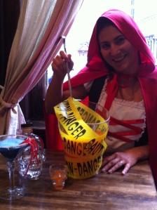 Cheers  Julie, notre Petit Chaperon Rouge du jour chez Ateliers & Saveurs !!!!