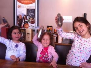 Allez les filles... On shake en souriant !
