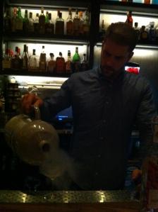 Brinley qui refroidit mon verre avec de l'Azote liquide...