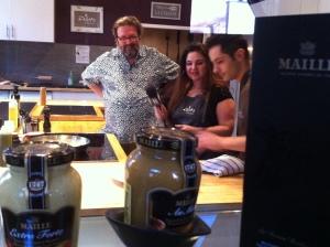 Sophie, Philippe et notre Chef Mac en pleine action.....